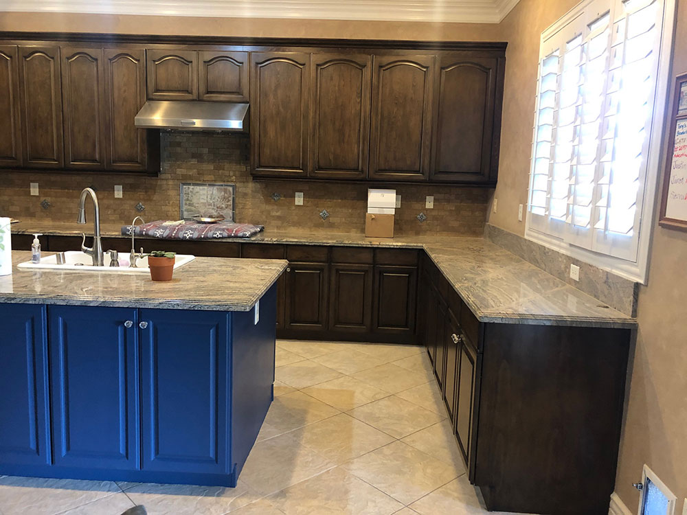 Mixed colors kitchen cabinets