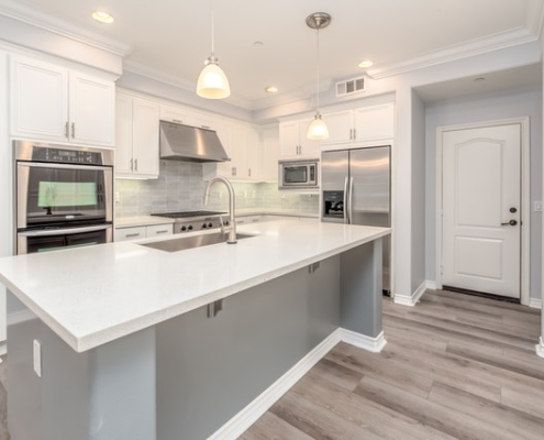 matching hardwood floors to the kitchen cabinets